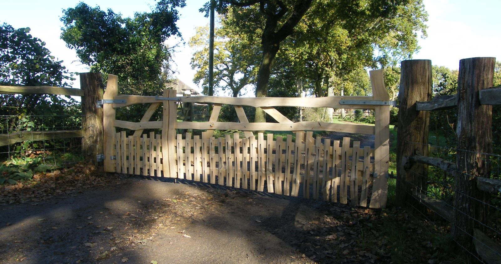 Sweet chestnut entrance gate and side gate with short pales